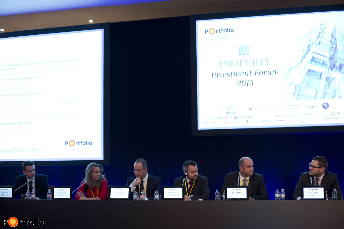 Panel discussion about investing in distressed assets. In the picture: Miklós Szabó (Managing Partner, Reconcept Befektetési és Tanácsadó Kft.), Nóra Sarlós MRICS (Head of Department, MARK Ltd.), dr. Gábor Erdős (Partner, Deloitte Legal Law Firm), Michael Edwards MRICS (Head of Valuation and Advisory, Central Europe, Head of Capital Markets Hungary, Cushman and Wakefield, Budapest HU), Pál Darida (Financing and Acquisitions Director, Futureal) and the session moderator, Csanád Csűrös (Business Development Director, Portfolio).